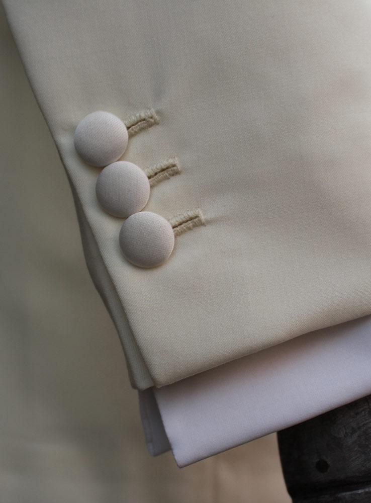 Ivory white wedding jacket - Cuff buttonholes